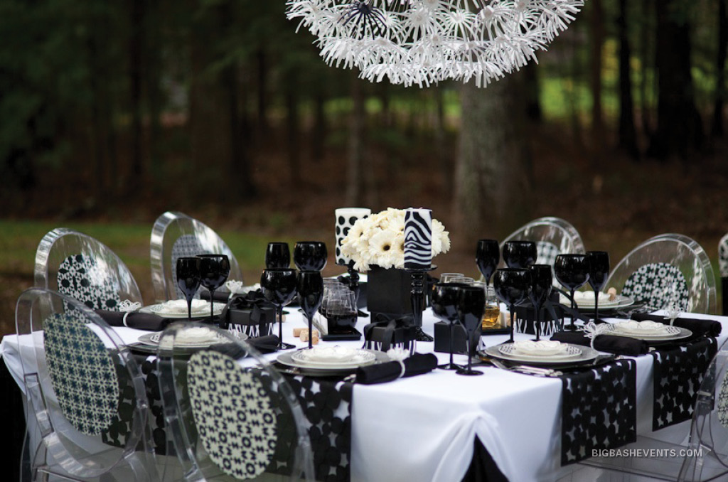 Cheers Outdoor Wine Event, tabletop set for 8, black and white theme, in lush green outdoor setting, Boston Event Planner, Boston Event Planning, Boston Event Stylist, Boston Event Styling